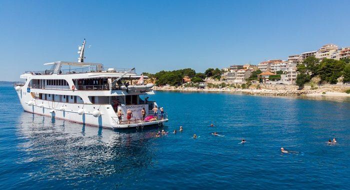 MV Diamond Cruise ship, Croatia