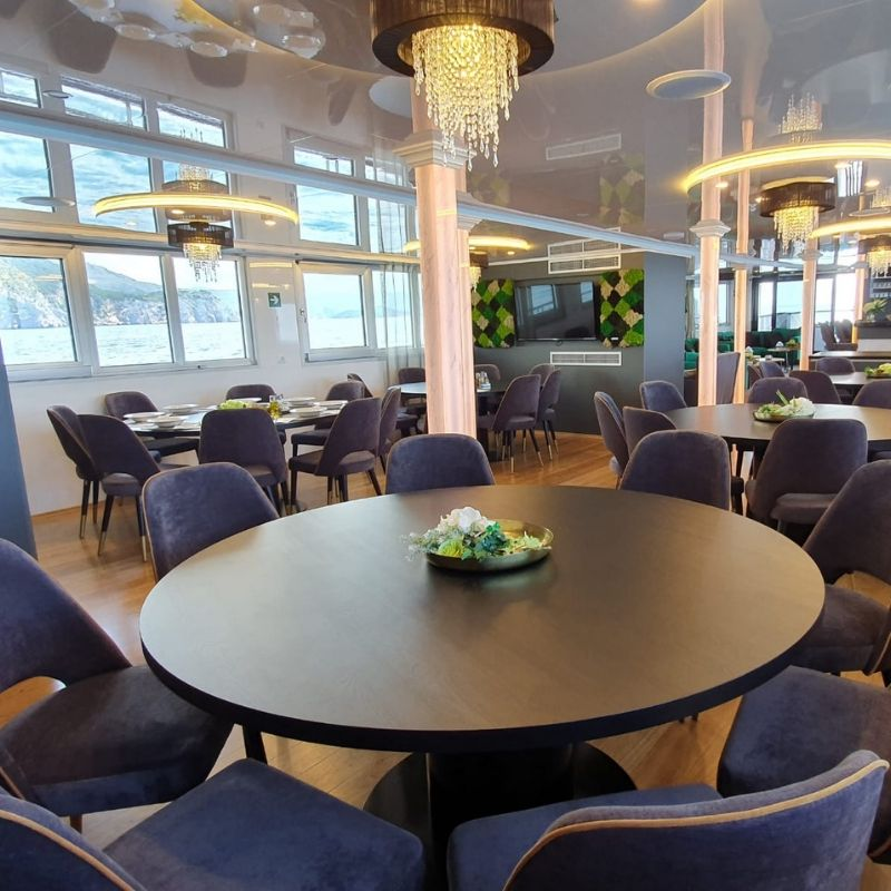 MV Antaris dining area