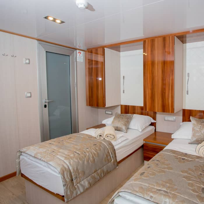 MV Moonlight, twin cabin