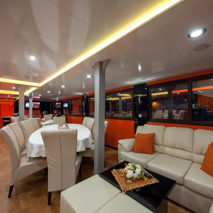 MS Amalia, dining and lounge area