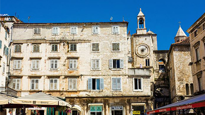 Pjaca square and old clock
