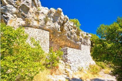 Ruins in Vis