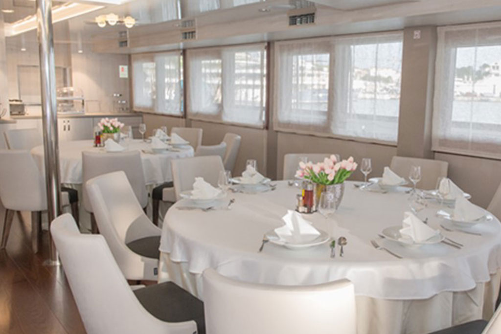 MV Adriatic Sun dining area