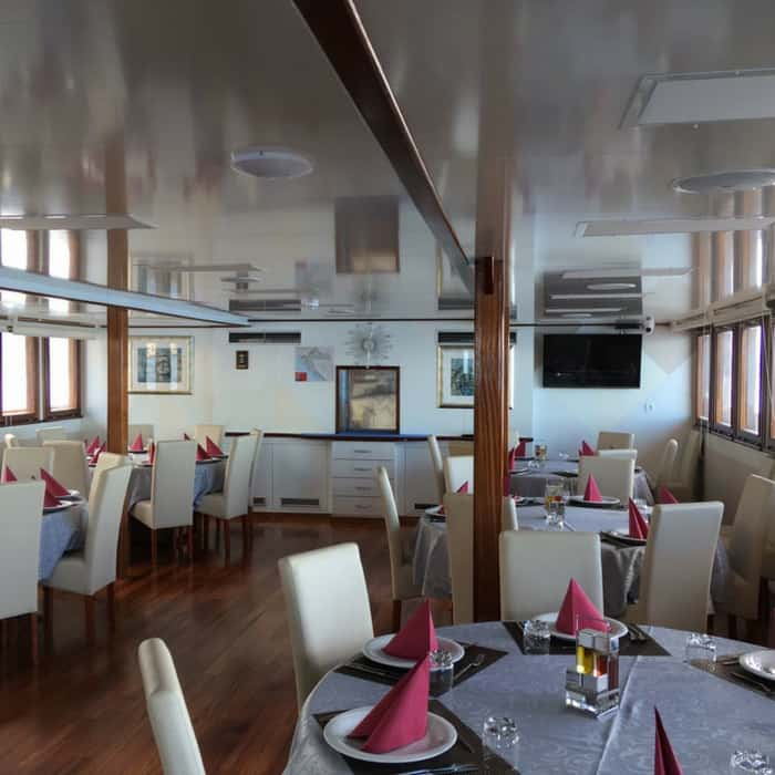 MV Fantazija, indoor dining area