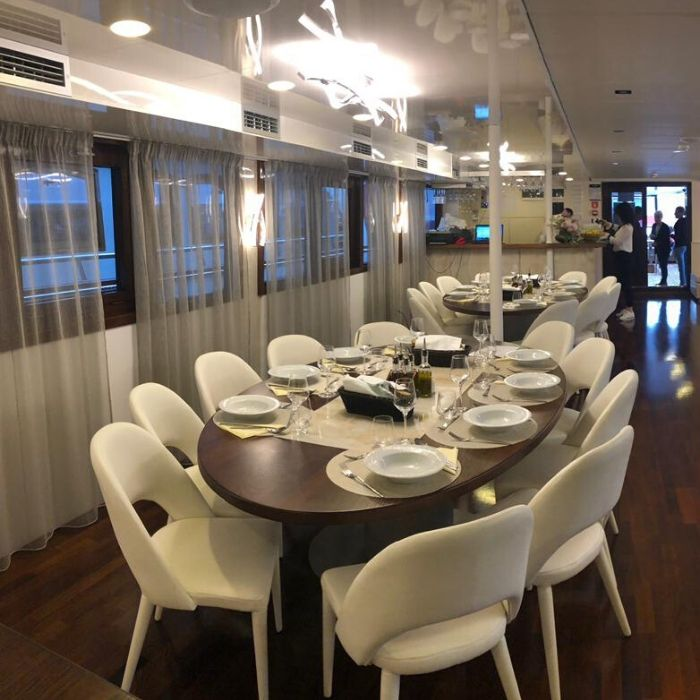 MS Zeus, dining area