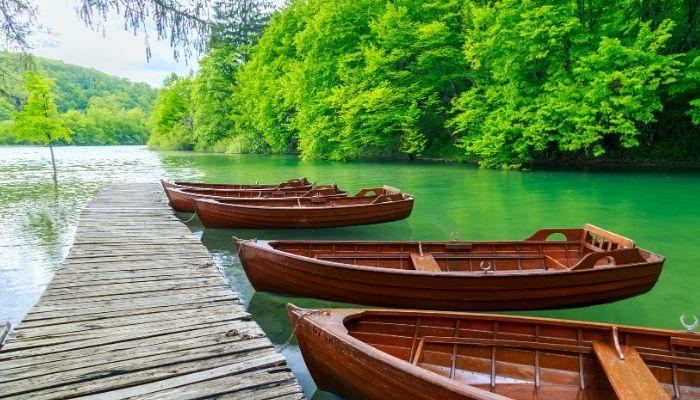 Rowing boats at Plitvice Lakes