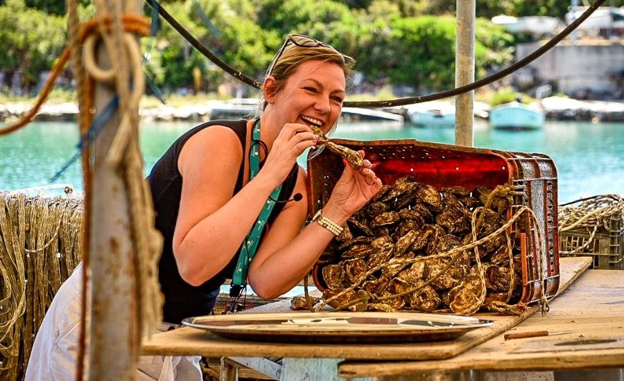 Oyster harvesting in Ston